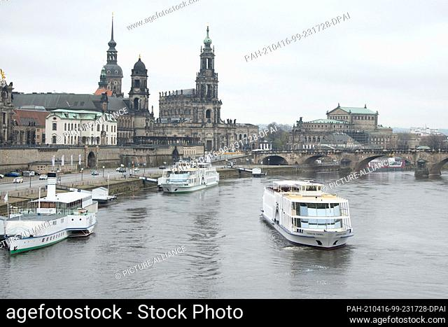 """16 April 2021, Saxony, Dresden: The salon ship """"""""Gräfin Cosel"""""""" of Sächsische Dampfschifffahrt GmbH (SDS) sails on the Elbe against the backdrop of the Old Town"""