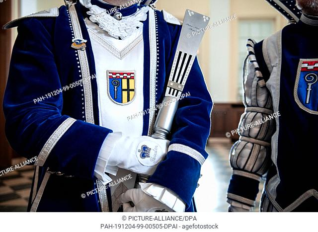 03 December 2019, North Rhine-Westphalia, Mönchengladbach: Prince Thorsten holds the sceptre in his hand, on his chest you can see the city coat of arms of...