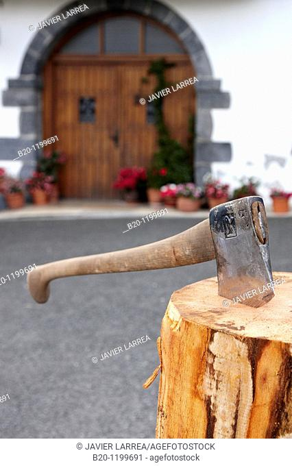 Aizkolari (wood-chopping), Basque rural sport, Aduna, Gipuzkoa, Basque Country, Spain