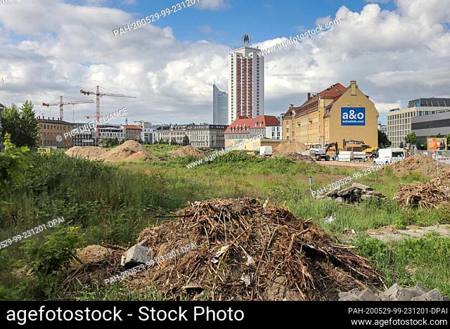 29 May 2020, Saxony, Leipzig: View of the wasteland with the site of a suspected unexploded bomb from the 2nd World War on the edge of the city centre