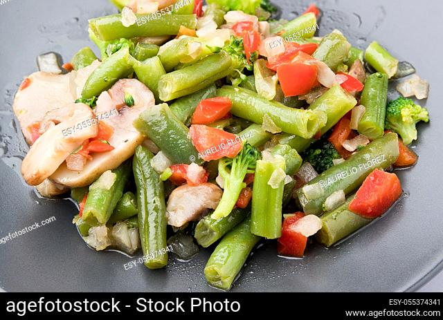 Vegetables are vegetables whose predominant color is green, however popular usage tends to extend its meaning to other edible parts of plants, such as leaves