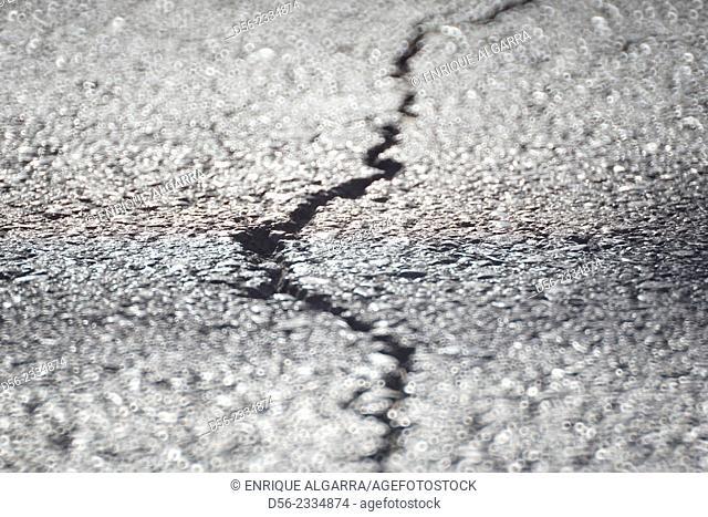crack on the street, Valencia, Spain