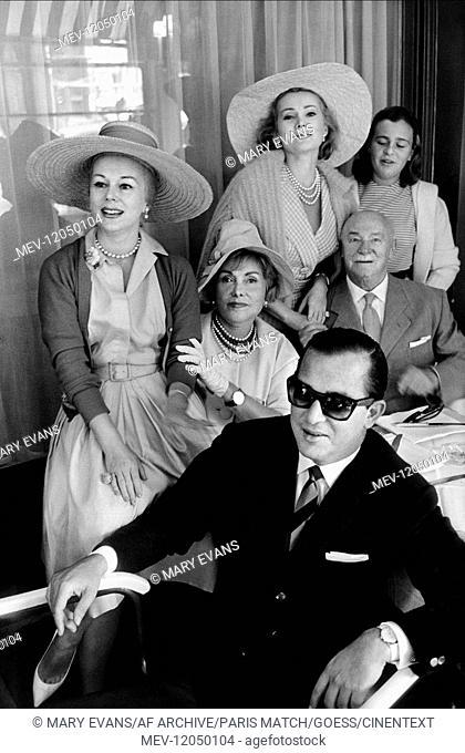 Richard Brown, Eva Gabor, Jolie Gabor, Vilmos Gabor, Zsa Zsa Gabor & Francesca Hilton Zsa Zsa Gabor With Family 1958 Bei Einem Familientreffen Der Familie Gabor...