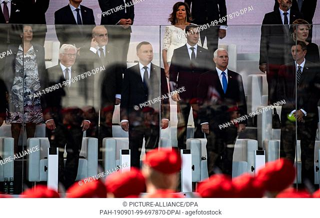 01 September 2019, Poland, Warschau: Federal President Frank-Walter Steinmeier (front l-r), Polish President Andrzej Duda and Mike Pence