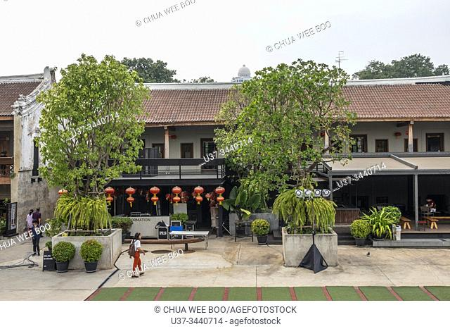 LHONG1919 Heritage is a new tourist attraction in Bangkok on 2017, Thailand. It is a place to combine Old Chinese art