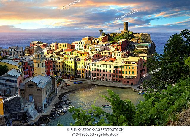 Photo of colorful fishing housesthe fishing port of Vernazza at sunrise, Cinque Terre National Park, Ligurian Riviera, Italy  A UNESCO World Heritage Site