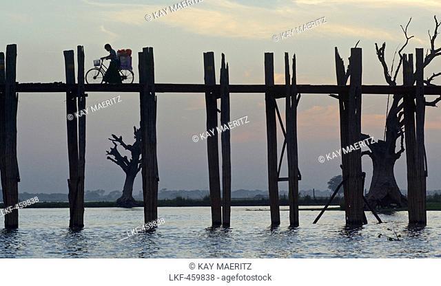 Vendor with bicycle on the U Bein bridge, 1, 2 km long wooden bridge, Amarapura near Mandalay, Myanmar, Burma