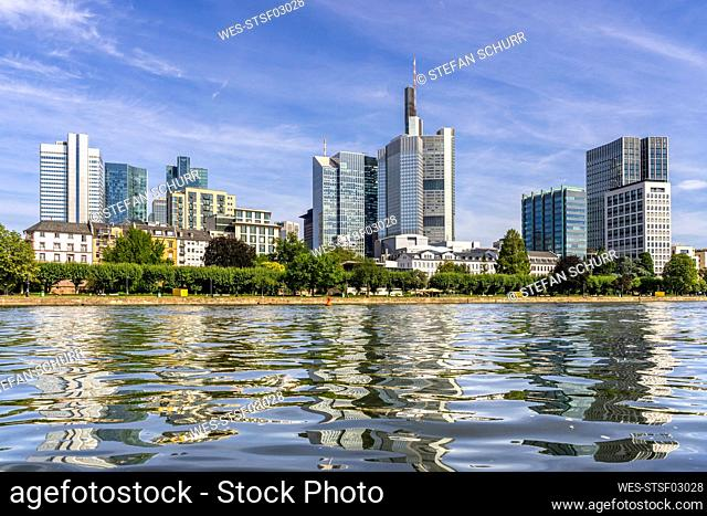Germany, Hesse, ¶ÿFrankfurt, Clear surface of Main river with city skyline in background
