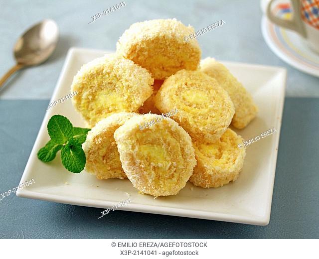 Lemon cream rolls