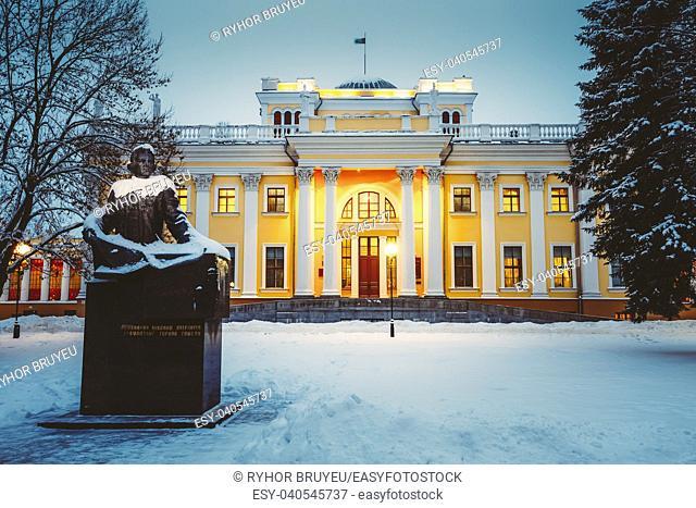Monument to Count Nikolai Rumyantsev near Rumyantsev-Paskevich Palace in Gomel, Belarus. Winter snowy evening