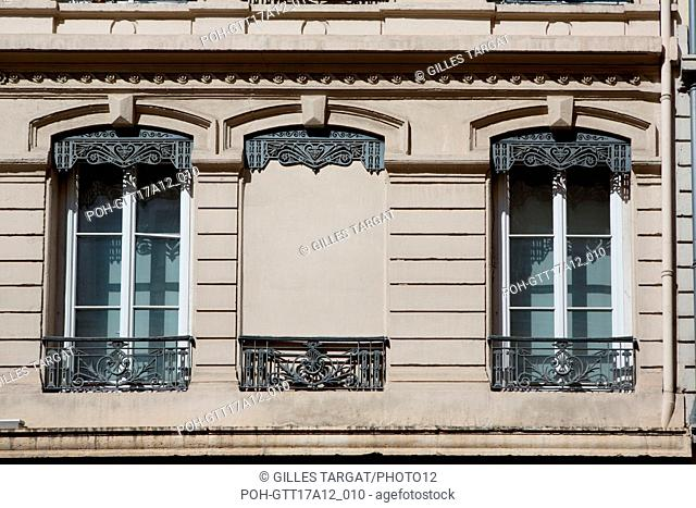France, Lyon, Rue du Président Edouard Herriot, detail of facades, windows avec ironwork ouvragée, Photo Gilles Targat