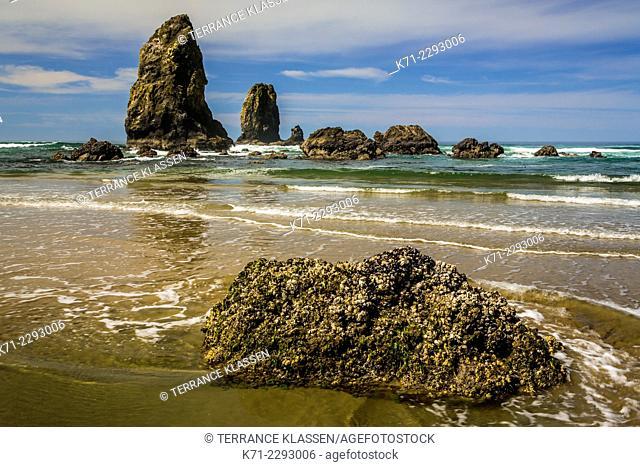 The sea stacks of Canon Beach, Oregon, USA