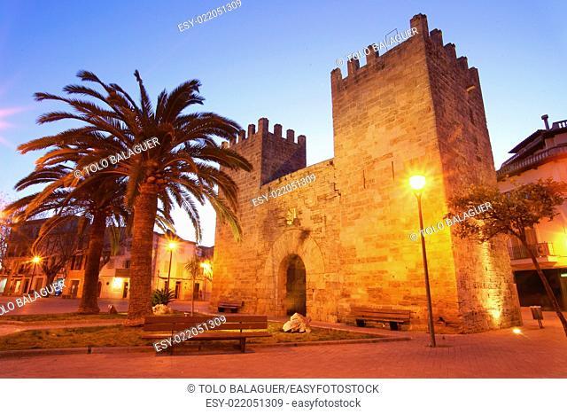 Puerta de Xara (porta d'es Port). Murallas medievales (ssXIV-XVII). Alcudia. Mallorca. Baleares. España