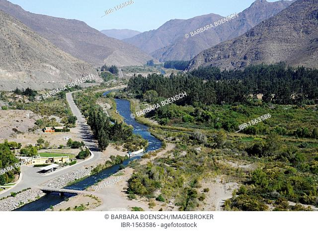 Elqui river, fertile valley, agriculture, mountains, Puclaro reservoir, storage lake, Vicuna, Valle d'Elqui, Elqui valley, La Serena, Norte Chico