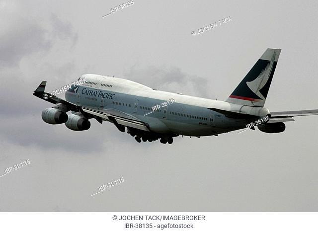 DEU, Federal Republic of Germany, Frankfurt: Frankfurt-Main airport, Fraport. Boeing 747-400 Jumbojet of Cathay Pacific Airline takes off