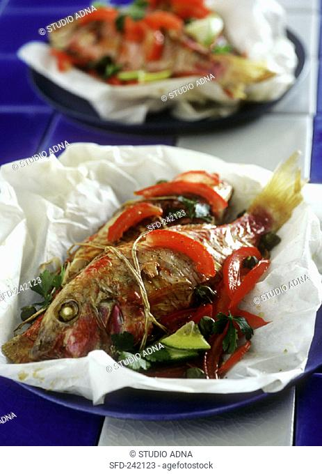 Red mullet with peppers in baking paper