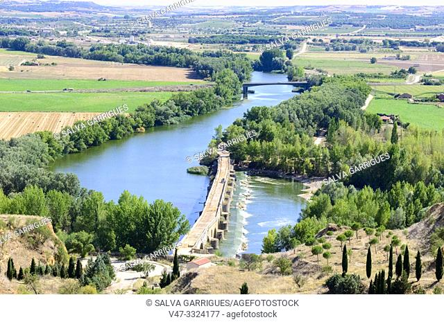 Panoramic view of the riverbank of the river Duero, Toro, Zamora, Castilla y León, Spain