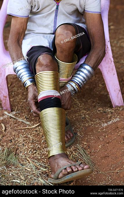 Kayan Lahwi woman readjusting the brass rings she wears around her legs. The Long Neck Kayan (also called Padaung in Burmese) are a sub-group of the Karen...