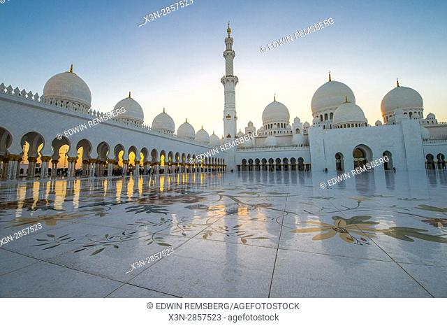 United Arab Emirates - Courtyard of Sheikh Zayed Mosque in Abu Dhabi