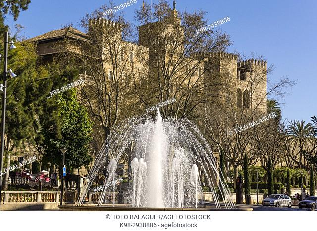 Plaza de la Reina y Palacio Real de La Almudaina, Palma, Mallorca, Balearic Islands, Spain