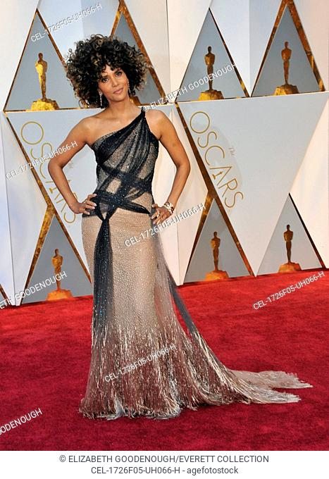Halle Berry (wearing Versace) at arrivals for The 89th Academy Awards Oscars 2017 - Arrivals 2, The Dolby Theatre at Hollywood and Highland Center, Los Angeles