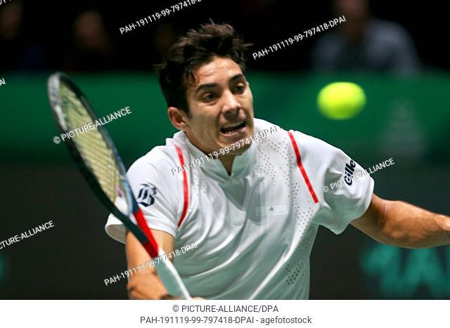 19 November 2019, Spain, Madrid: Tennis, Men: Davis Cup - Group stage, Group C, Schwartzman (Argentina) - Garin (Chile): Cristian Garin in action