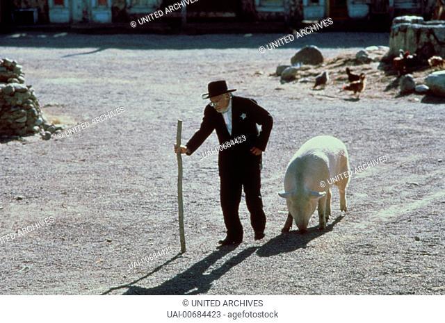 Amarante Cordova (CARLOS RIQUELME) und sein Hausschwein. Regie: Robert Redford aka. The Milagro Beanfield War / MILAGRO - DER KRIEG IM BOHNENFELD USA 1988