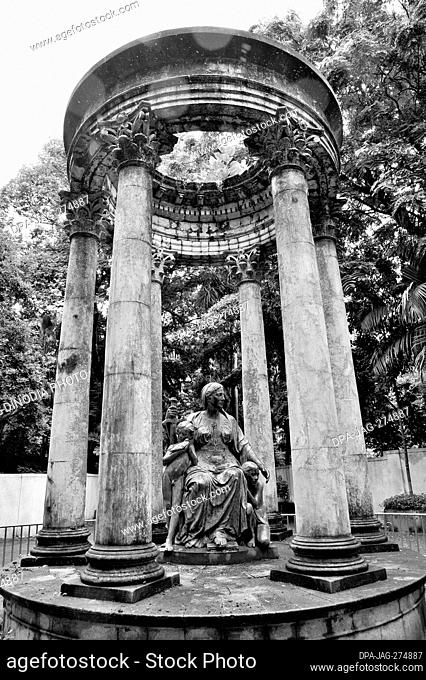 Queen Victoria statue, Veermata Jijabai Bhosale Udyan, Byculla Zoo, Mumbai, Maharashtra, India, Asia