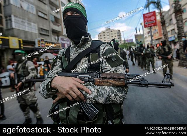 22 May 2021, Palestinian Territories, Gaza City: Members of Izz ad-Din al-Qassam Brigades, the military wing of the Palestinian Hamas Islamist movement in the...