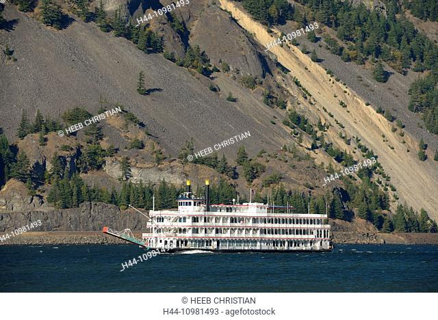 paddle wheeler on Columbia river