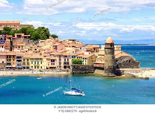 The old town and landmark bell tower of Notre Dame des Anges, Collioure, Côte Vermeille, Céret, Pyrénées-Orientales, Occitanie, France
