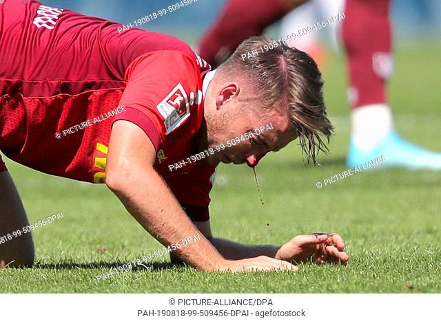 18 August 2019, Bavaria, Fürth: Soccer: 2nd Bundesliga, SpVgg Greuther Fürth - Jahn Regensburg, 3rd matchday, at the Sportpark Ronhof Thomas Sommer