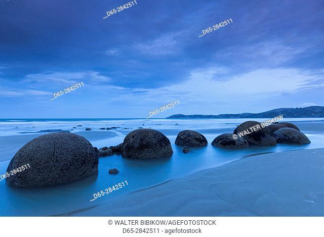 New Zealand, South Island, Otago, Moeraki, Moeraki Boulders also known as Te Kaihinaki, dusk