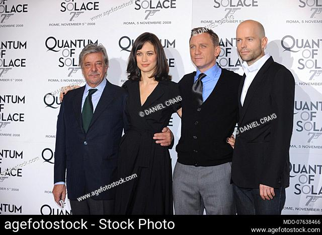 The actors Daniel Craig, Giancarlo Giannini and Olga Kurylenko with the director Marc Forster during the photocall of the film Quantum of Solace