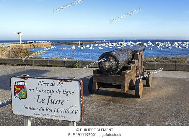 Salvaged 18th century ship's cannon from the Juste, ship of the line of the French Navy at Préfailles, Pointe Saint-Gildas, Loire-Atlantique, France