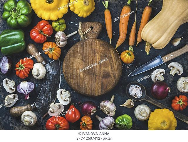 Tomatoes, onions, mushrooms, carrots, pumpkin, patissons, garlic, spices and knives