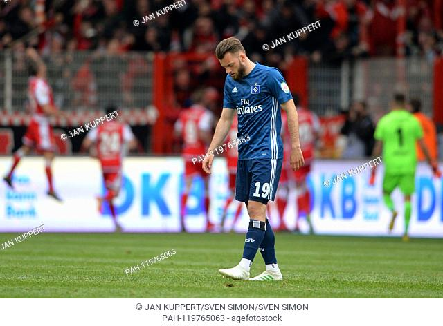 Manuel WINTZHEIMER (HH), frustrated, frustrated, disappointed, disappointed, dejected, defeat ,, Football 2. Bundesliga, 31