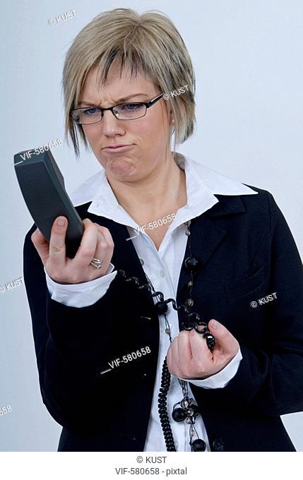 Businessfrau mit Handy - Niederoesterreich, Ísterreich, 26/11/2007