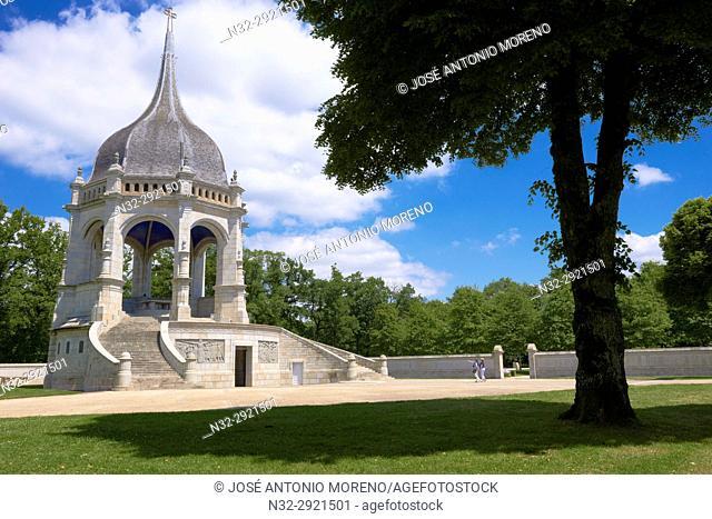 Auray, First war memorial at Sainte-Anne d'Auray, Monument aux morts (war memorial), Morbihan, Bretagne, Brittany, France, Europe