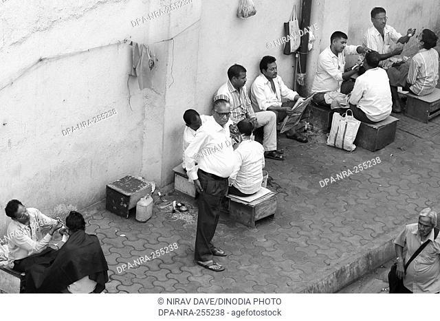 barber shop on footpath, borivali, mumbai, maharashtra, India, Asia
