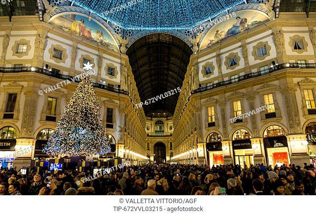 Italy, Lombardy, Milan, Swarovski christmas tree in Galleria Vittorio Emanuele II