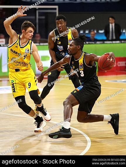 26 June 2020, Bavaria, Munich: Basketball: Basketball - Bundesliga final tournament, Alba Berlin - MHP Riesen Ludwigsburg, final, first leg in the Audi Dome
