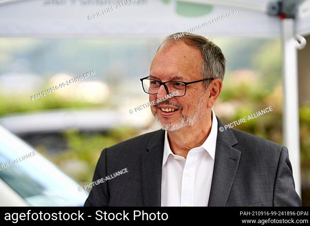 16 September 2021, Rhineland-Palatinate, Rech: Federal Election Commissioner Dr. Georg Thiel smiles at a bsduch on one of the mobile election buses in the flood...