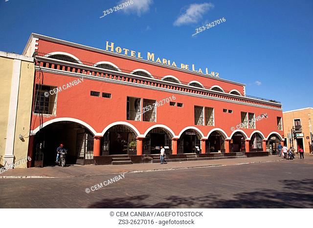 Street scene from the town center with Hotel Maria de la Luz in the foreground, Valladolid, Yucatan Province, Mexico, Central America