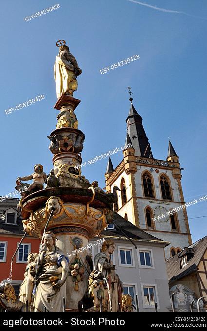Petrusbrunnen, Trier, marktbrunnen, brunnen, hauptmarkt, figur, detail, rheinland-pfalz, mosel, Kirche, St. Gangolf, Trier, gangolf, kirchturm, rheinland-pfalz