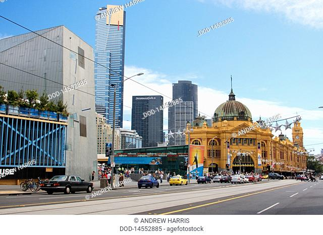Australia, Victoria, Melbourne, Federation Square, Flinders Street with Eureka Tower and Flinders Street Station