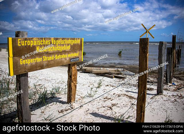 15 June 2021, Mecklenburg-Western Pomerania, Peenemünde: A wooden sign warns against entering the European bird sanctuary in the north of the island of Usedom