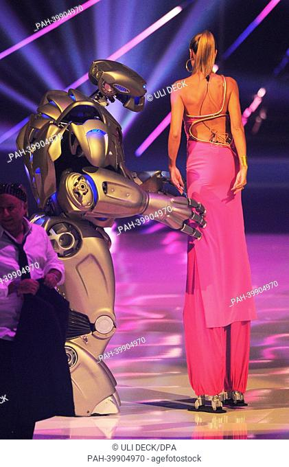 Jury member and casting show host Heidi Klum (R) stands on stage with an extra dressed in a robot costume during the final show of the German television model...