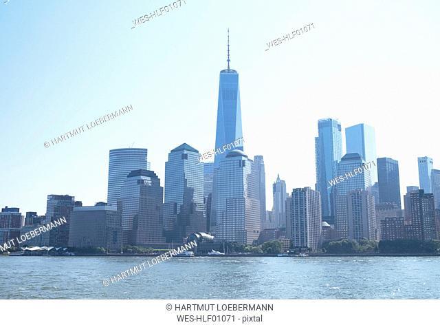 USA, New York, Hudson River, Manhattan, High-rise buildings and One World Trade Center, cityview