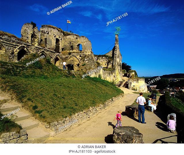 Valkenburg aan de Geul - Ruins of a medieval castle stand above the city of Valeknburg
